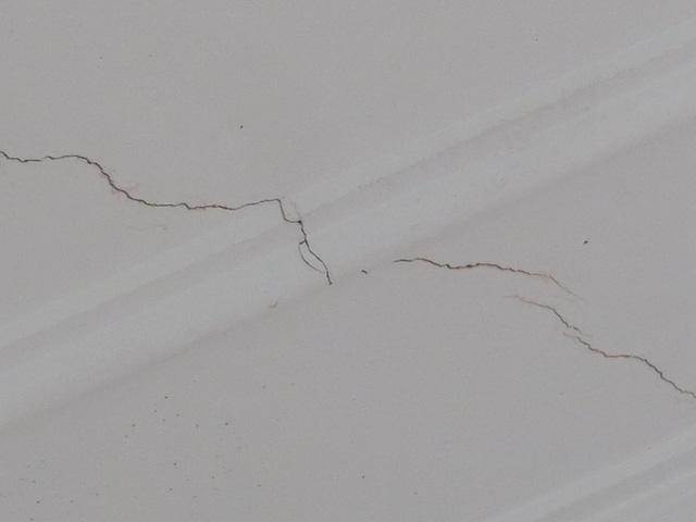 xử lý trần nhà bị nứt